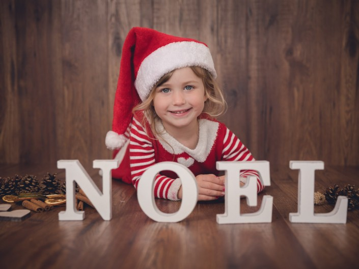 Child Christmas mini session Gloucestershire