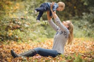 Gloucestershire family photoshoot autumn leaves