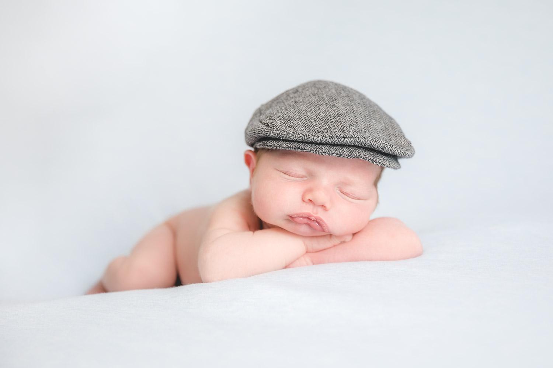 Newborn baby photography flat cap - Hannah Buckland Photography 204a7551167